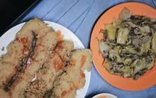 Có 1 hàng bánh chưng rán dưa bò độc nhất Hà Nội ngồi vỉa hè mà không hề rẻ