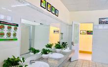 """Nhà vệ sinh """"xanh-sạch-đẹp"""" sáng lóa như ở khách sạn, ngôi trường này khiến ai cũng muốn chuyển đến học!"""