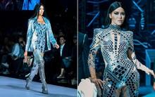 """Võ Hoàng Yến và Minh Tú cùng """"cosplay"""" Kim Kardashian trên sàn diễn Aquafina Vietnam International Fashion Week"""