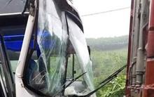 """Sự thật xe container """"dìu"""" xe khách chở học sinh bị mất phanh xuống dốc an toàn ở Phú Thọ"""