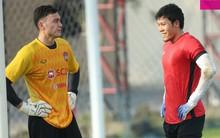 Văn Lâm tập chung với thần tượng kiêm đối thủ là thủ môn số 1 tuyển Thái Lan ngay trước thềm King's Cup