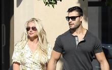 Britney bất ngờ tươi cười tuyên bố sẽ trở lại sớm sau khi quản lý bảo sắp giải nghệ: fan biết tin ai bây giờ?