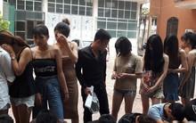 """9 """"hot girl"""" cùng 15 nam thanh niên vào quán karaoke ở Hưng Yên để tụ tập chơi ma túy"""