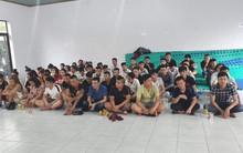 """Nhiều nam thanh nữ tú """"phê"""" ma tuý khi cảnh sát vào kiểm tra quán karaoke ở Sài Gòn"""