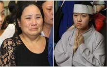 Mẹ và em gái Wanbi Tuấn Anh tiều tụy, suy sụp trong lễ tang