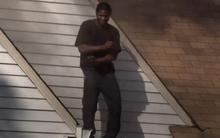 Clip: Nam thanh niên đốt nhà bạn gái cũ rồi trèo lên mái nhà nhảy múa