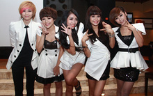 X5 rạng rỡ trong buổi ra mắt MV trở lại