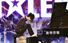 Chàng trai Trung Quốc chơi piano bằng chân
