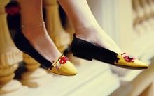 Tạo hoa len rực rỡ trên giày búp bê