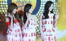 """Những """"thảm họa"""" thời trang khó tin trên thảm đỏ của sao Hàn"""