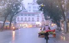 Hà Nội ngày cuối tuần mờ ảo trong màn sương sớm