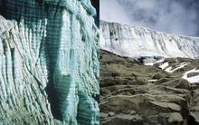 Hình ảnh băng giá 1.600 tuổi tan chảy chỉ trong 25 năm