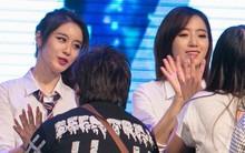 T-ara high five từng khán giả, fan Việt ở lại nhặt rác sau mini show