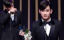 """Kim Soo Hyun """"qua mặt"""" Lee Min Ho giành giải thưởng lớn"""