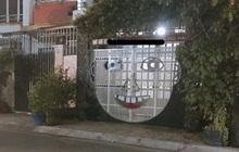 Cánh cổng nhà hình mặt cười gây sốt vì chẳng biết là đáng yêu hay đáng sợ!