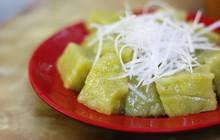 Hàng cốm xào siêu đắt ở Hà Nội: 50k - 70k/đĩa nhưng khách vẫn ùn ùn đến - nhất là vào mùa này