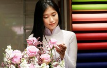 Quán quân Gương mặt Nữ sinh Áo dài - Đoàn Thiên Ân, tự tay cắm hoa tặng người mẹ đã khuất dịp 20/10