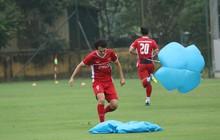 Văn Toàn gặp sự cố trong buổi tập của đội tuyển Việt Nam