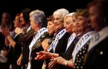Cụ bà giành vương miện hoa hậu ở tuổi 93