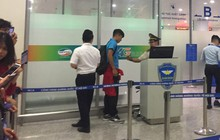 Trước khi sang Hàn Quốc, Tư Dũng bị giữ lại ở cửa hải quan vì quên hộ chiếu