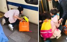 Mẹ mải cắm mặt vào điện thoại, con nhỏ bị rơi xuống gầm tàu cao tốc mà không hay biết