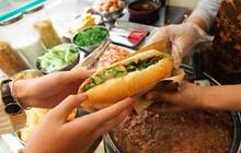 Truy tìm những hàng bánh mì có nồi pate nóng hổi để làm ấm cái bụng trong những ngày lạnh ở Hà Nội