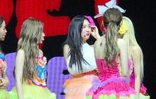 Joy (Red Velvet) bật khóc khi gặp phải chấn thương, nhập viện ngay giữa concert