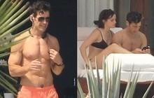 Loạt khoảnh khắc nóng bỏng khi Emma Watson mặc bikini ôm ấp giám đốc body 6 múi lực lưỡng