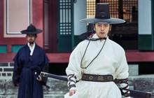 """Chỉ được giới phê bình chấm 5/10 điểm, """"Train to Busan bản cổ trang"""" có thoát lời nguyền bom xịt?"""