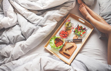 Đi ngủ ngay sau khi ăn tối khiến bạn gặp phải hàng loạt vấn đề sức khỏe vô cùng tai hại