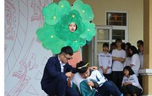 Cười ná thở nghe học sinh kể chuyện đóng kịch văn nghệ: Người hóa cái cây bất động, kẻ làm quả dưa hấu không được nói câu nào