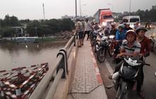 Nam thanh niên nhảy sông Sài Gòn tự tử, người thân đứng trên cầu gào khóc thảm thiết