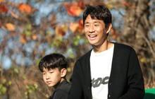 Bạn thân Xuân Trường tới thăm tuyển Việt Nam trong quá trình tập huấn ở Hàn Quốc