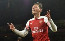 """Oezil rực sáng, Arsenal phối hợp ghi bàn như trong game, như """"hack"""" khiến đội bạn ôm hận"""