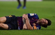 Messi đi dạo phố cùng vợ đẹp với cánh tay phải bó bột