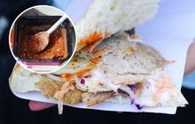Không chỉ cho ớt khô vào nhân, đây còn là hàng kebab duy nhất ở Hà Nội có nhân thịt xay làm như bên Đức