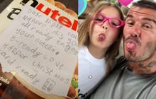 Bố đi xa, Harper Beckham tâm lý tới mức giấu quà vào va li kèm một bức thư siêu đáng yêu