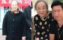 """""""Dung Ma Ma"""" Lý Minh Khải khoẻ mạnh, minh mẫn ở tuổi 82, nở nụ cười khi được người hâm mộ nhận ra"""