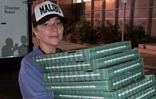 Lady Gaga đi ship pizza cho các gia đình bị cháy nhà ở California