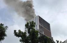 Hà Nội: Cháy lớn tại tòa chung cư đang xây trên đường Hoàng Quốc Việt, cột khói ngùn ngụt khiến nhiều người hoảng sợ