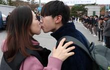 """Những điều kỳ dị chỉ có trong kỳ thi ĐH ở Hàn Quốc: Tặng giấy vệ sinh để """"giải quyết"""" đề nhanh gọn, ngủ quá 4giờ/ngày là thi trượt"""