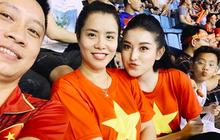 Huyền My cùng gia đình rạng rỡ tại SVĐ Mỹ Đình, Đỗ Mỹ Linh cổ vũ nồng nhiệt cho đội tuyển Việt Nam tại nhà