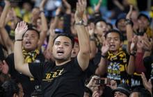 CĐV Malaysia buồn thiu khi đội nhà bại trận tại Mỹ Đình dù trước đó diễu hành thị uy khắp phố cổ Hà Nội