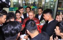 Huyền thoại vĩ đại Roberto Carlos chính thức có mặt ở Hà Nội, chuẩn bị đối đầu Công Vinh trước trận Việt Nam - Malaysia