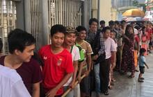 Trời nắng nóng, không có lực lượng bảo vệ, người Myanmar vẫn trật tự xếp hàng mua vé xem trận gặp Việt Nam