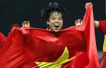 Nữ tuyển thủ Việt Nam có vé vào sân nhưng vẫn hết ghế, phải ngồi cầu thang