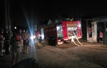 Kịch tính giải cứu người mẹ và 2 con bị chồng khóa trái cửa dọa đốt cả nhà