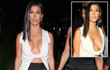 """Chị cả nhà Kardashian """"thả rông"""" vòng 1 táo bạo trên phố, khiến ai cũng nơm nớp lo cô lộ hàng"""