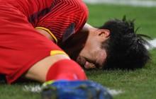 Công Phượng đau đớn vì bị chơi xấu, Anh Đức chạy đến nổi nóng với đối thủ