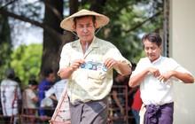 Trời nóng như đổ lửa, CĐV Myanmar vẫn xếp hàng nghiêm túc mua vé